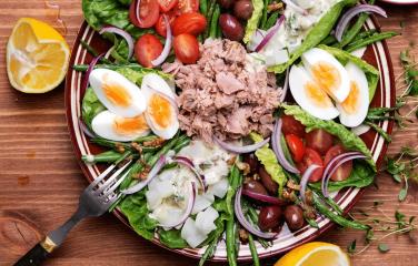 klassieke salade niçoise met tonijn