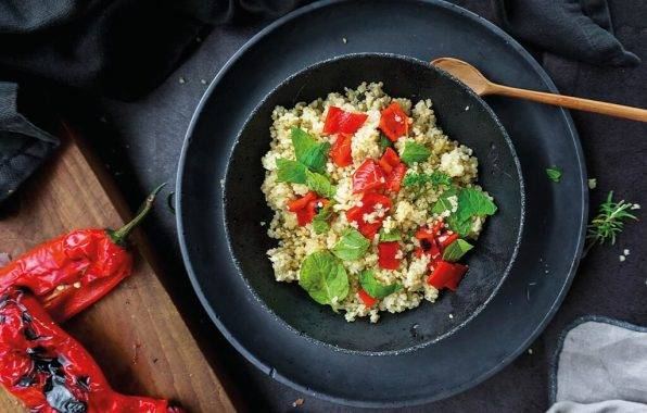 Kom met quinoa salade met feta en paprika