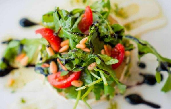 tonijnsalade met rucola en tomaat