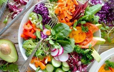 vegetarische salade met tempeh