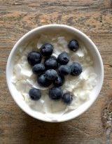 yoghurt ontbijt met bessen