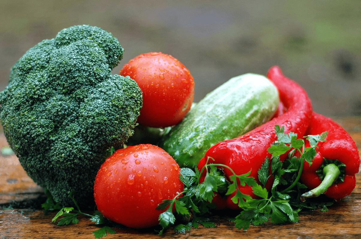 Je kan groente meenemen als koolhydraatarme lunch.