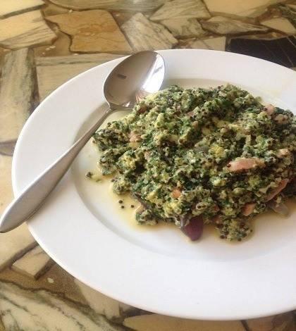 quinoa recept met ei, spekjes en spinazie