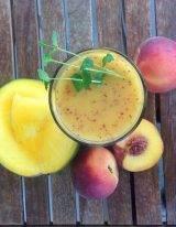 Stevige ontbijt smoothie met mango en nectarine