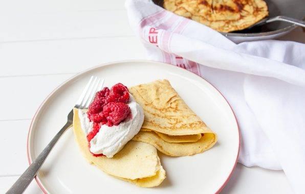 Franse crepe met romige hangop en zoute frambozen als dessert