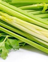 Bleekselderij is een van de meest gezonde stengel groente die je kan knagen.