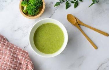romige broccoli soep met prei