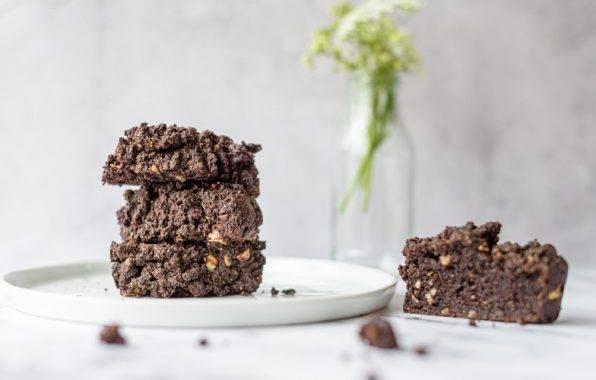 gezonde chocoladecake met walnoten