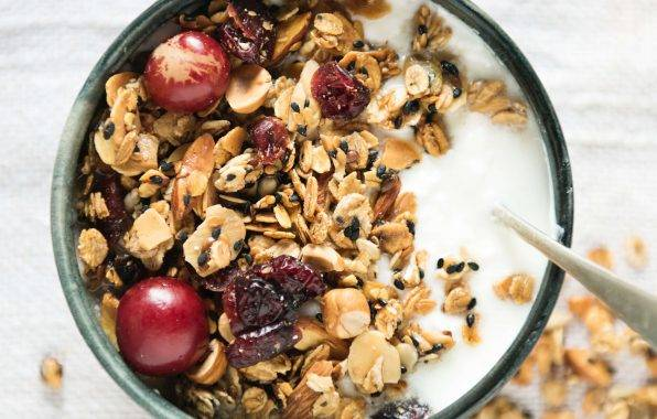 crunchy yoghurt ontbijt met de smaak van ontbijtkoek