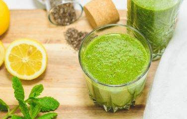 detox smoothie met spinazie en citroen