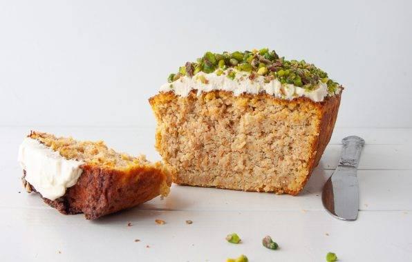 koolhydraatarm recept voor Gezonde carrot cake worteltaart met roomkaas topping