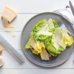 Koolhydraatarme Ceasar Salade met dressing met yoghurt en ansjovis