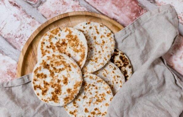 Keto Brood volgens koolhydraatarm recept voor Flatbread met kokosmeel en psylliumvezel