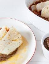 Koolhydraatarm recept van gebakken kabeljauw keto met olijven en tomaten uit de oven