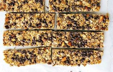 Low carb mueslireep met gezonde noten en zaden is de perfecte meeneemsnack. Lekker met Chocola!