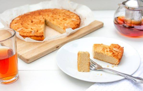 Makkelijk recept om zelf boterkoek koolhydraatarm te maken met amandelmeel