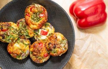 mini groente omelet met paprika als hapje of heerlijke lunch