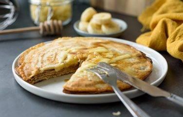 pannenkoek met banaan en gesmolten kaas