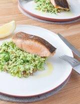 Makkelijk broccolirijst maken met pompoenzaadjes en zalm