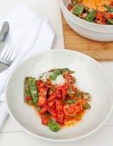 Snijbonen ovenschotel met spek, tomatensaus en mozzarella