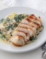Spinazie wokken met boursin en kipfilet is een goed keto of koolhydraatarm recept