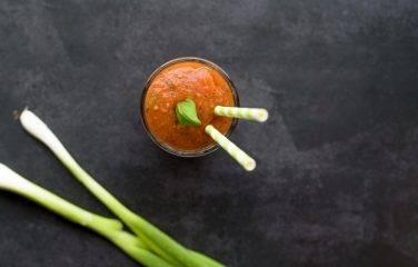 tomatensap met bosui