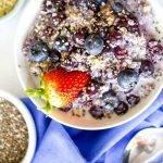 Ontbijt bowl met blauwe bessen chiazaad en