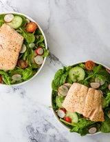 zalm salade met spinazie en komkommer